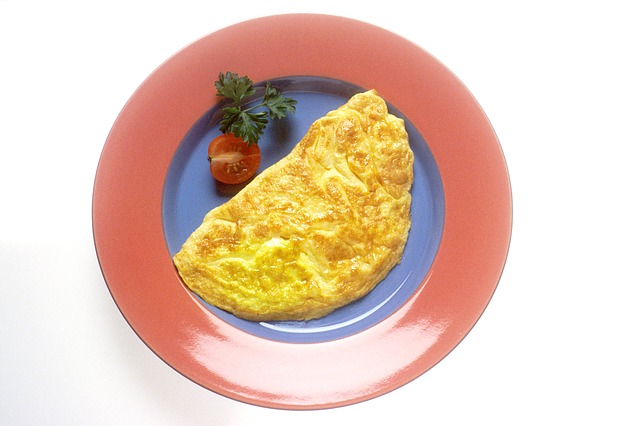 a corn omelette with tomato